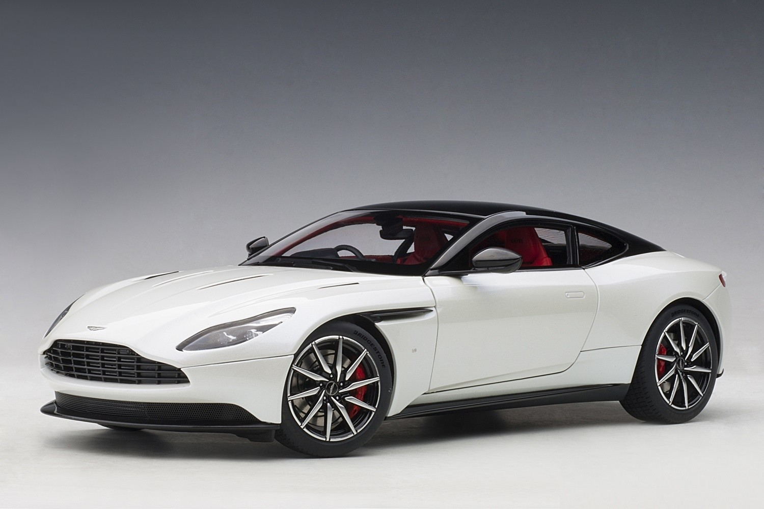 White Aston Martin Db11 Morning Frost White Autoart 70266 Scale 1 18 Au70266 Eztoys Diecast Models And Collectibles