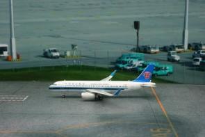China Southern Airbus 320 Phoenix Reg# B-180111113 Scale: 1:400
