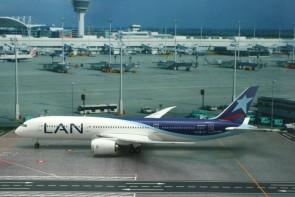 LAN Chile Airlines Boeing B787-9 Reg# CC-BGA Phoenix 20112 Scale 1:200