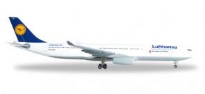"""Lufthansa Airbus A330-300 """"Eintracht Frankfurt"""" HE527941 Scale 1:500"""
