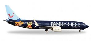 """JetAirFly Boeing 737-800 """"Family Life Hotels"""" Reg# OO-JAF Herpa Wings 529433 Scale 1:500"""