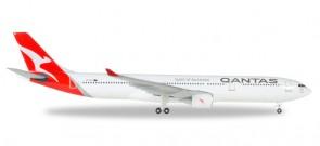 Qantas Airbus A330-300 New 2016 Livery Reg# VH-QPJ Herpa Die-cast 530156 Scale 1:500