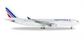 Air France Airbus A330-200 Reg# F-GZCN Herpa Wings 558013 Scale 1:200