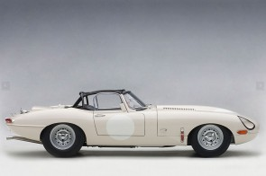 Jaguar Lightweight E-Type 73649 White AUTOart Die-Cast Scale Model 1:18