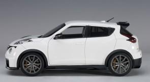 White Nissan Juke R 2.0 Matt AUTOart 77456 die cast Scale 1:18