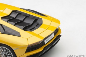 Metallic Yellow Lamborghini Aventador S Giallo Orion AUTOart 79132 scale 1:18