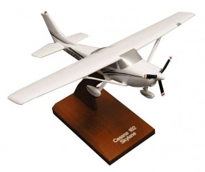 Cessna C-182 Skylane Executive Series H3032 1:32