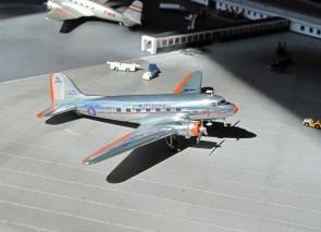 American Airlines DC-3 die-cast  NC21798 Hogan HG9659-98 scale 1:200