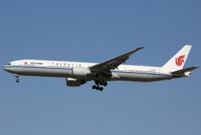 Air China Boeing 777-300ER B-2043 Weng Meng Wanzhou Huawei flight with stand Aviation200 AV2065 scale 1:200