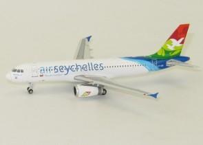 Air Secychelles Airbus A320 S7-AMI Phoenix 11304 Scale 1:400