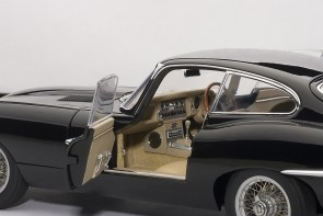 Black Jaguar E-type coupe seriesI 3.8 with metal wire wheels 73611 Scale 1:18