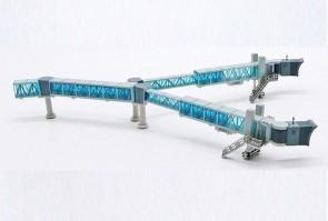 Blue glass Boarding Air Bridge Boeing 747 set with 1 JCWings LH4ARBRDG221 scale 1:400