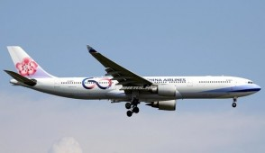 China Airlines Airbus A330-300 60th Anniversary B-2387 中華航空 with stand Aviation400 AV4059 scale 1:400