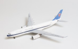 China Southern Airbus A330-200 B-6058 中国南方航空 with stand Aviation400 AV4099 scale 1:400