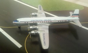 Continental Airlines DC-6 N90960 die-cast Aeroclassics AC19476 Scale 1:400