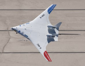 NASA-Boeing X-48c Hybrid research plane Executive Series E90616 scale 1:16