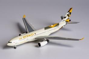 Etihad Airways Airbus A330-200 A6-EYH NG Models 61027 scale 1:400