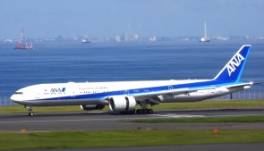 Flaps down ANA All Nippon Boeing 777-300ER JA795A JC Wings EW277W004A scale 1:200