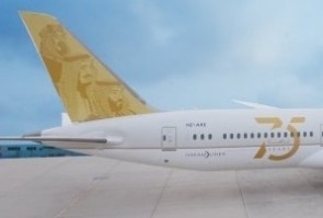 Flaps down Saudi Arabian Airlines boeing 787-9 Dreamliner HZ-ARE 75 years anniversary JC Wings LH2SVA337A scale 1200