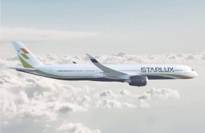 Flaps down Starlux Airlines Airbus A350-900 B-58501 JC Wings EW4359007A scale 1:400