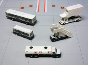 G2APS450 Mini bus-Large Bus-Fuel truck-mobile stairs 1:200 die cast airport airline model