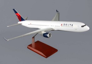 Delta 767-300  New Livery G40410 by Executive  Series Scale 1:100