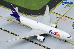 FedEx Boeing 777F N887FD 777-200LRF Gemini Jets GJFDX1919 die cast scale 1:400