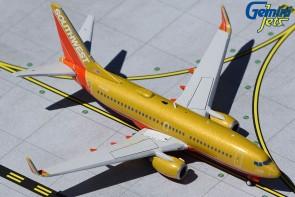 Gold Southwest Boeing 737-700 N714CB Peanut Butter retro livery Gemini Jets GJSWA1962 scale 1:400