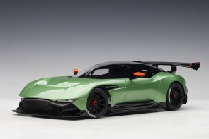 Green Aston Martin Vulcan Apple Tree Green Metallic AUTOart 70263 die-cast scale 1-18