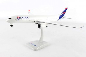 Latam Airbus A350-900 With Gear Hogan HG10741G Scale 1:200