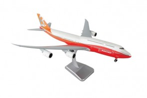 Boeing House 747-8 Red Tail w/ Gear Hogan HG10864G 1:200