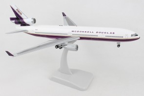 McDonnell Douglas House MD-11 N211MD with gears and stand Hogan HG11632G scale 1:200