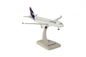 Latam Airbus A320 Gears & Stand by Hogan HG40120 Scale 1:200