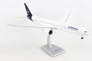 Lufthansa Boeing 777-9 with stand & gears D-ABTA Hogan HGDLH010 scale 1:200