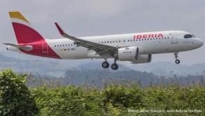 Iberia Airbus A320neo EC-MXU Herpa Wings die cast 533027 scale 1:500