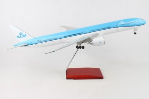 Side KLM Boeing 777-300 PH-BVN stand & gears Skymarks Supreme SKR9401 scale 1:100