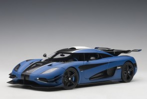 Koenigsegg One:1 Pebble Imperial blue matt/ carbon black/white Accents 79018 AUTOart 1:18