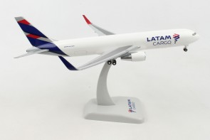 Latam Cargo Boeing 767-300F with Gear Hogan HG11106G scale 1-200