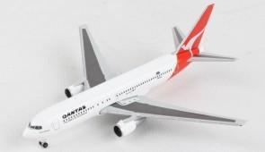 Limited Qantas Boeing 767-300 VH-EAJ Herpa Wings 534383 scale 1:500
