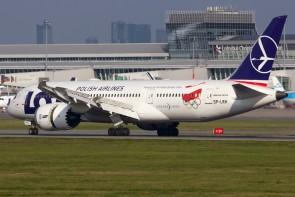 LOT Polish Olympic Boeing B787-8 Dreamliner Reg# SP-LRH Phoenix 04174 Die-Cast Scale 1:400