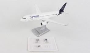 Lufthansa Airbus A320 new livery D-AIZW Gears & Stand HGDLH006 Hogan scale 1:200