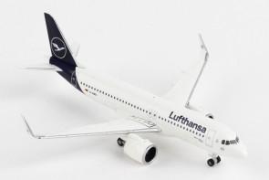 "Lufthansa New Livery Airbus A320neo D-AINO ""Rastatt"" Herpa 533386 scale 1:500"