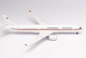 """Luftwaffe Airbus A350-900 10+01 Bundesrepublik Deutschland """"Konrad Adenauer"""" Herpa 570374-001 scale 1:200"""