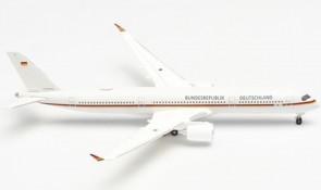 """Luftwaffe Flugbereitschaft Airbus A350-900 10+01 Bundesrepublik Deutschland """"Konrad Adenauer"""" Herpa 534468-001 scale 1:500"""