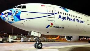 """Mask Garuda Indonesia Boeing 777-300ER PK-GIJ """"Ayo Pakai Masker"""" stand JC LH2GIA283 scale 1:200"""