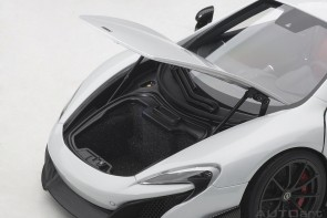 McLaren 675LT silica white die-cast AUTOart Model 76046 scale 1:18