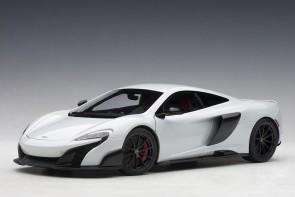 McLaren 675LT silica white die-cast AUTOart Model 76046 scale 1:18