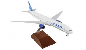 New 2019 livery United Airlines Boeing 777-300 with wood stand SKR5173 scale 1:200