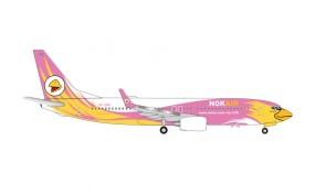 Nok Air Boeing 737-800 HS-DBS Tongchomphoo pink & yellow livery Herpa Wings 534956 scale 1:500