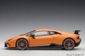 Orange Lamborghini Huracan Performante AUTOart 79152 scale 1:18